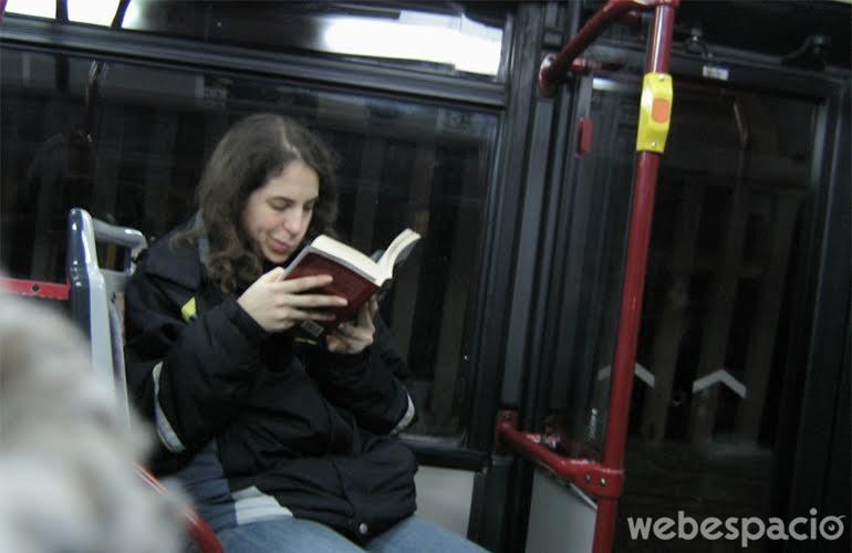 te-has-pasado-de-paradero-por-leer-un-libro