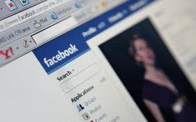 Los hombres se exponen a estafas en Facebook más que las mujeres
