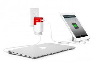 PlugBug cargando un Mac y un iPad
