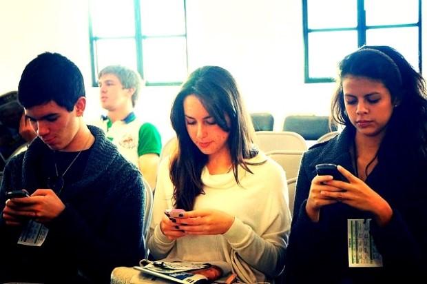 jovenes siguen en facebook