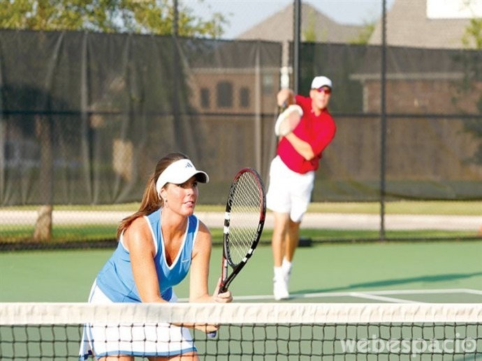 pareja-jugando-tenis
