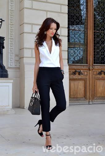 Deberías usar este tipo de pantalones con un top o una blusa elegante. Para añadirle un toque