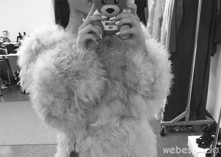 ariana-grande-selfie