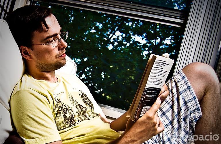 suspendes tus planes por-quedarte a leer en -tu casa