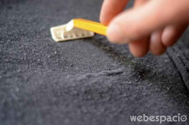 utiliza-una-navaja-para-quitar-las-pelusas