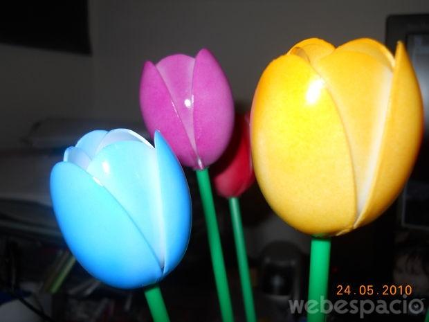 tulipanes-de-cucharas-de-plastico