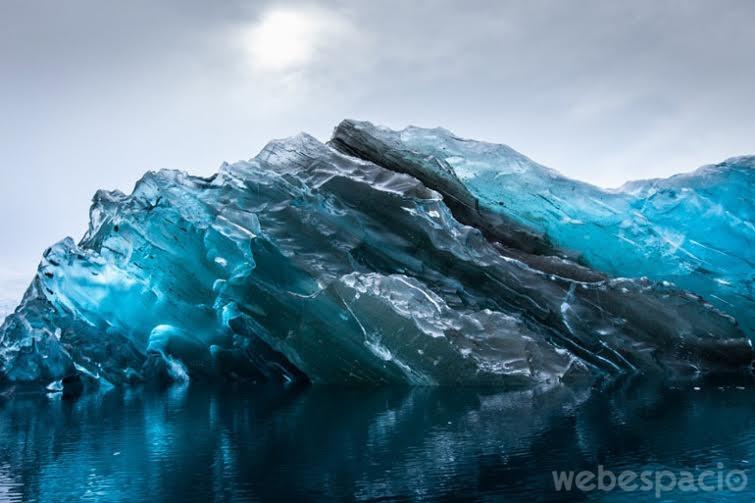 un-iceberg-en-antartida