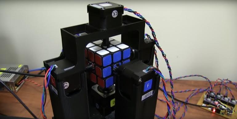 un robot resuelve el cubo-de-rubik-en-menos-de-un-segundo