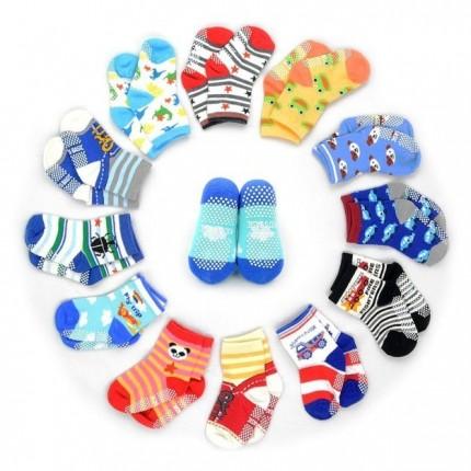 calcetines con diferentes diseños y colores