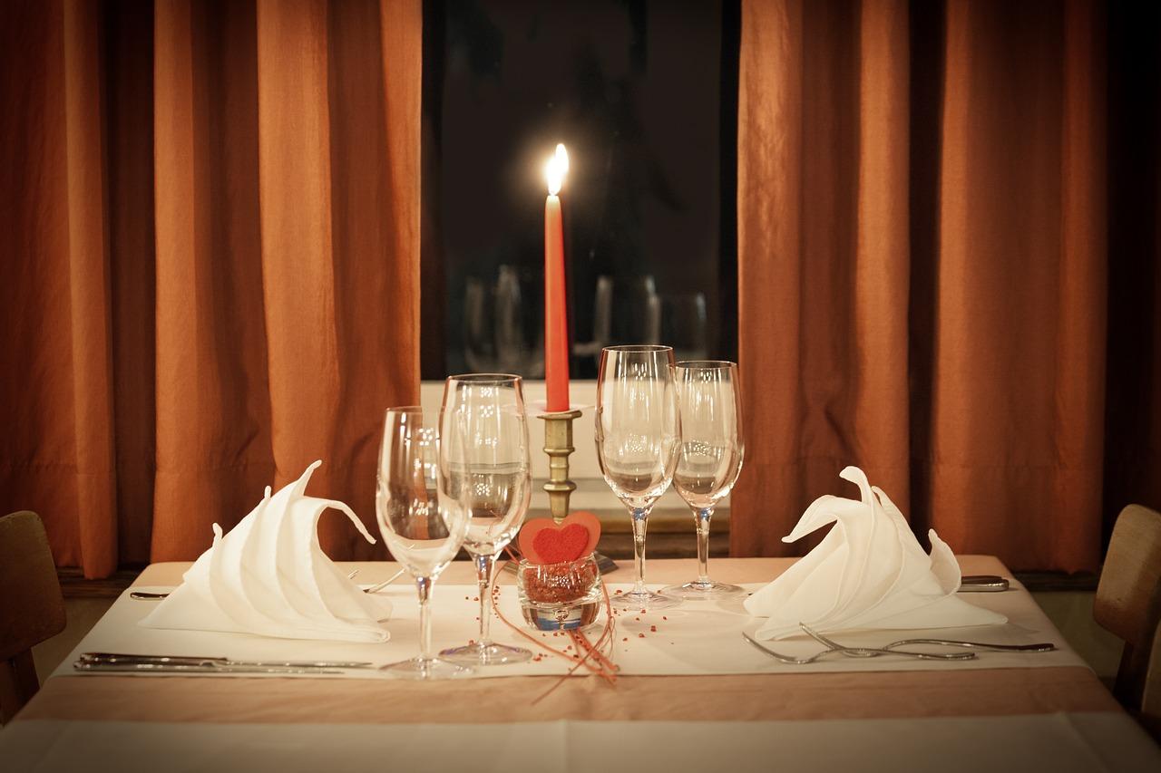 C mo preparar una cena rom ntica con poco dinero - Que preparar en una cena romantica ...