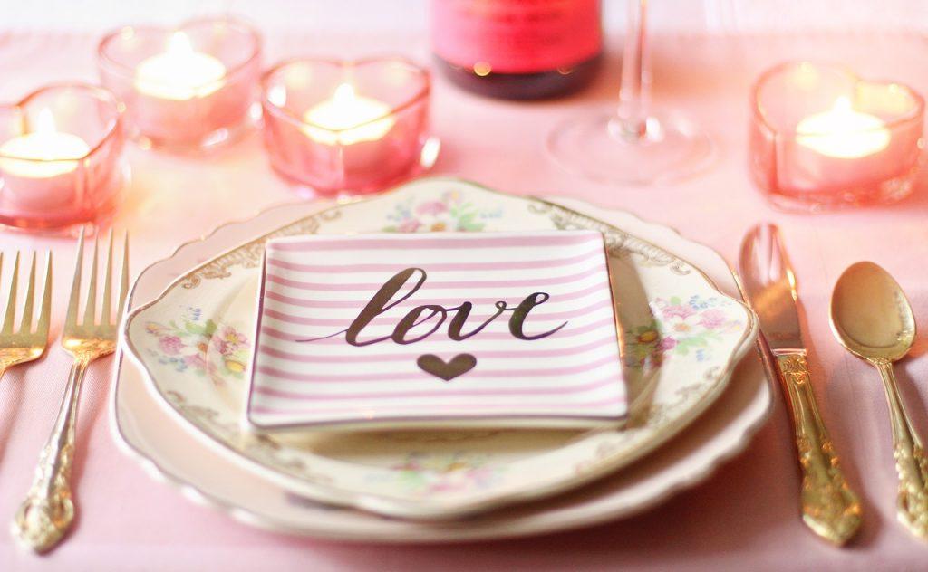 decorar mesa romántica